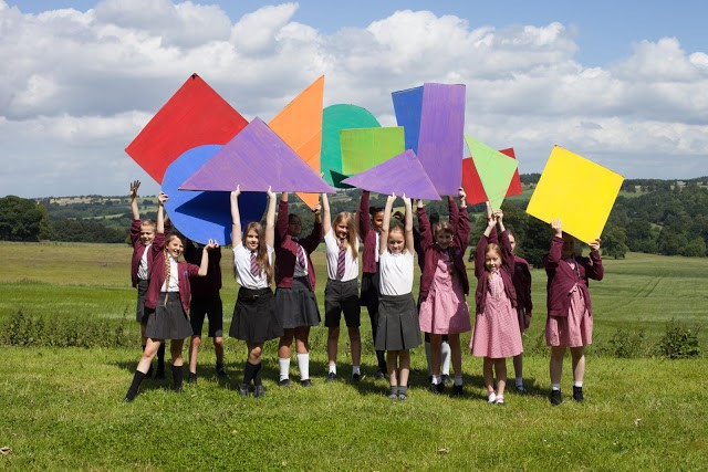 Gomersal Primary Arts Council with Colourful Shapes